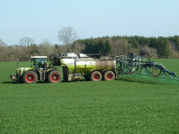 The Kaweco tanker is capable of spreading on 24m, 27m and 30m tramlines